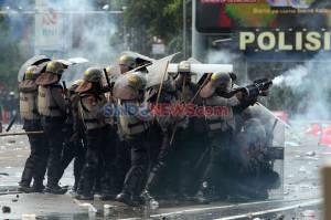 Demonstran dan Polisi Terlibat Bentrok di Harmoni
