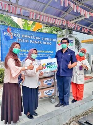 Petugas RSUD Pasar Rebo Menerima Santap Siang dari MNC Peduli