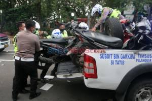 Polisi Amankan Kendaraan Pendemo Tolak Omnibus Law