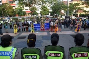 Warga Semarang Gelar Aksi Tolak Demo Anarkis