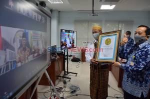1.260 Orang Tua Maba Silaturahmi Virtual dengan Pimpinan FE Unnes