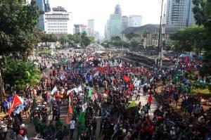Ribuan Buruh Kembali Berunjuk Rasa Menolak UU Omnibus Law