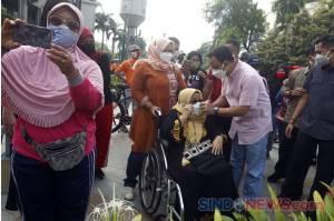 Bersama Keluarga, Anies Baswedan Sapa Warga Jakarta di Bundaran HI