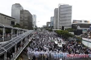 Padati Kawasan Sarinah, Massa Aksi Serukan Umat Islam Boikot Produk Perancis