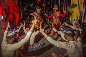 KRI Bima Suci Bersandar di Bintan, Taruna AAL Pentaskan Tarian Tradisional