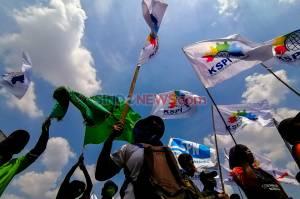 Kepung DPR, Buruh Kembali Gelar Aksi Tolak UU Cipta Kerja