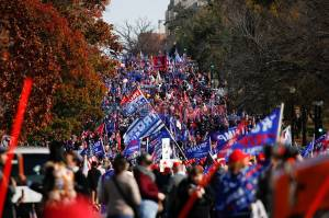 Ribuan Pendukung Donald Trump Turun ke Jalan Suarakan Kecurangan