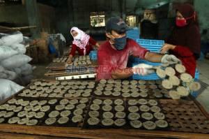 Produksi Kerupuk Bertahan di Tengah Pandemi