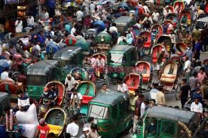 Kerumunan Warga di Bangladesh Saat Pandemi Covid-19