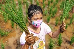 Dinas LHK Jaktim Kenalkan Anak dengan Urban Farming Sejak Dini