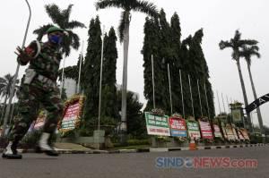 Dukung Pembubaran FPI, Karangan Bunga Kiriman Warga Penuhi Markas Kodam Jaya