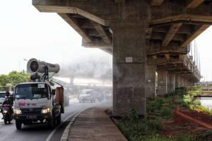 PMI Terus Lakukan Penyemprotan Disinfektan di Jalanan Jakarta
