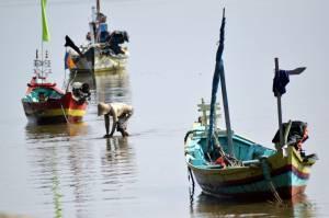 Jalan-jalan ke Pantai Boom Tuban, Meresapi Semangat Nelayan Tradisional