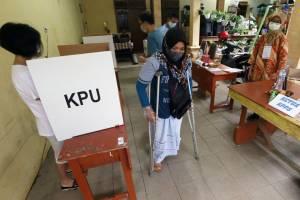 Penyandang Disabilitas Antusias Gunakan Hak Pilih di Pilkada Surabaya
