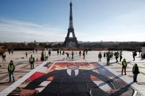 Lima Tahun Perjanjian Paris, Aktivis Gelar Aksi di Menara Eiffel
