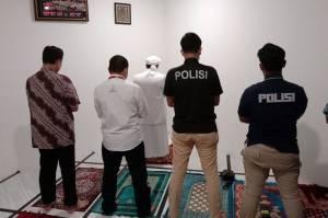 Jadi Imam Salat, Habib Rizieq Diperlakukan Humanis Saat Pemeriksaan