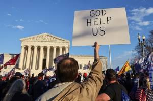 Unjuk Rasa Pendukung Trump Tolak Hasil Pemilu di Mahkamah Agung
