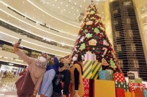 Semarakkan Natal, Senayan City Hadirkan Pohon Natal Klasik Setinggi 18 Meter