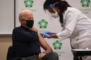 Disiarkan Langsung Televisi, Presiden Terpilih AS Joe Biden Disuntik Vaksin