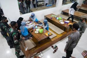 Aparat Gabungan Gelar Razia Jam Malam di Makassar