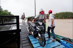 Melihat Aktivitas Warga di Perairan Pulau Lakkang