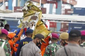 Tim SAR Gabungan Kembali Temukan 53 Serpihan Pesawat dan Pakaian Penumpang Sriwijaya Air SJ182