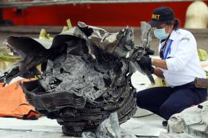 KNKT Identifikasi Serpihan Komponen Pesawat Sriwijaya Air SJ 182