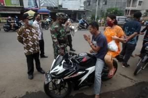 Petugas Gabungan Gelar Razia Protokol Kesehatan di Kota Bekasi