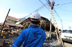 Perbaikan Jaringan Listrik Pasca Kebakaran Pasar Kambing