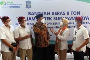 BPJamsostek Surabaya Raya Serahkan Bantuan Beras Kepada Serikat Pekerja dan Buruh