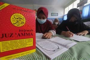 Siswa SD Pamekasan Antusias Menulis dan Menghapal Alquran di Pondok Ramadan