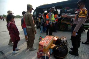 Apes, Penumpang Travel Gelap Menuju Pemalang Ini Diturunkan di Jalan Tol