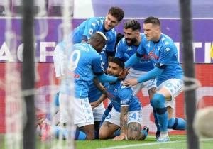 Tundukkan Fiorentina, Napoli Gusur AC Milan dari Tiga Besar Klasemen