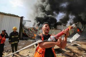 Terkena Peluru Artileri Israel, Pabrik Spons di Palestina Terbakar