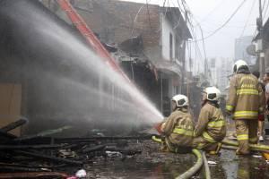 Kebakaran di Kawasan Padat Penduduk Karet Tengsin