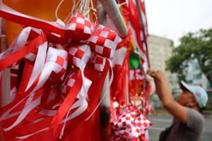 Jelang HUT RI, Pedagang Bendera Mulai Ramai di Jakarta