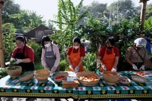 Dapur Umum Gotong Royong di Denpasar