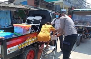 Sukseskan Vaksinasi Merdeka, Warga Pesisir Dijemput Polisi Polres Pelabuhan Tanjung Priok