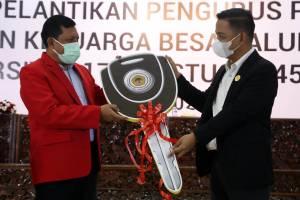 Baru Dilantik, Pengurus Alumni Untag Langsung Sumbang Ambulan Khusus Covid-19 Untuk Surabaya