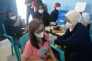 Antusiasme Warga Mangunharjo Semarang Ikuti Vaksinasi