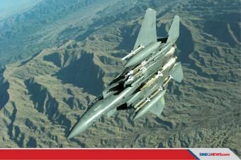 F-15E Pesawat Pertama yang Mampu Mengoperasikan Bom Nuklir B61-12