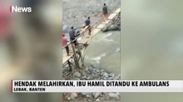 Hendak Melahirkan, Warga Tandu Ibu Hamil Lewati Jembatan Gantung