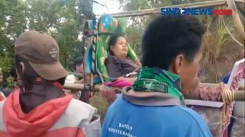 Viral di Medsos, Ibu yang Akan Melahirkan Ditandu Sejauh 12 Km