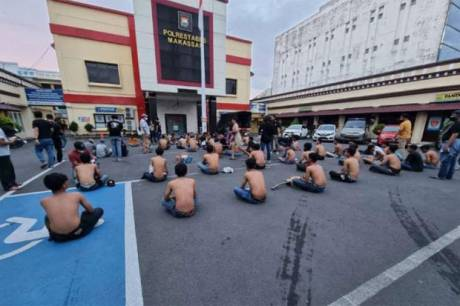 Razia, Polisi Jaring Ratusan Preman di Kota Makassar