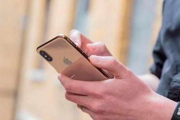 Meski Pakai Masker, Apple Permudah Pengguna Buka FaceID