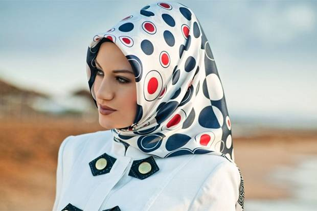 Mau Pakai Hijab Bermotif saat Lebaran? Simak Dulu Tipsnya!