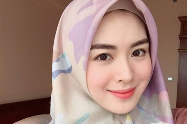 3 Inspirasi Makeup Lebaran ala Ayana Moon