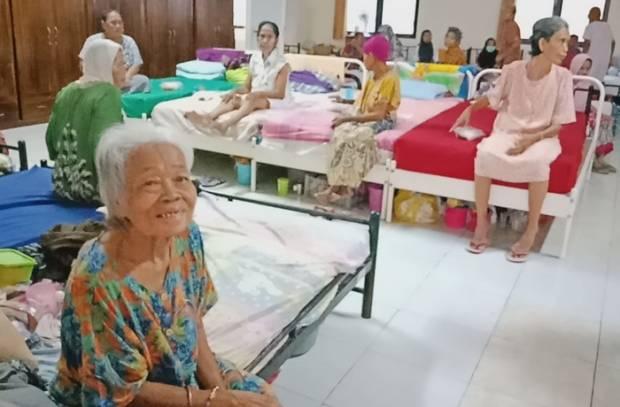 Berbagi di Bulan Ramadhan, HiPAPI Serahkan Bantuan untuk Lansia