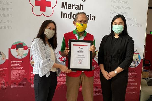 Hansaplast Serahkan Donasi APD Tenaga Medis melalui PMI