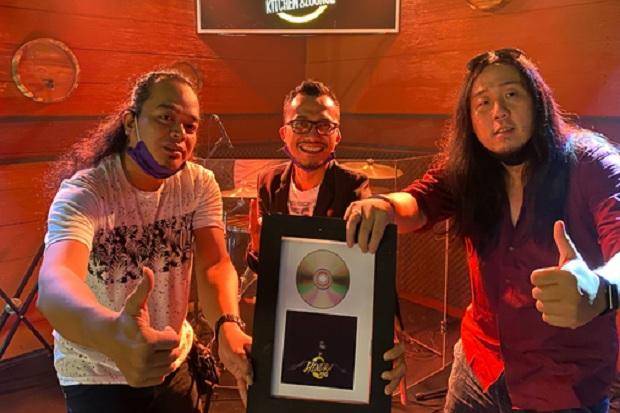 Gaungkan Campursari dan Rock, Hendra Ang Manfaatkan Titik Terang